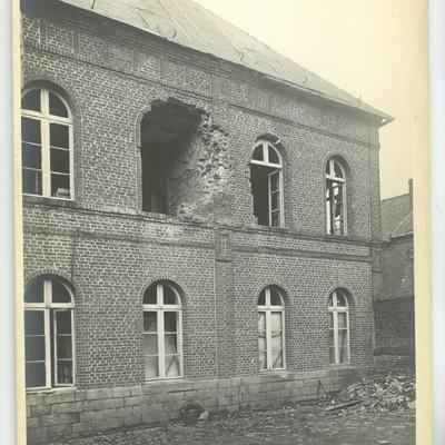 LeCateau_photo_Touly_1918_dommages_ancienne_gendarmerie_cour_interieure_et_cellules_1.jpg