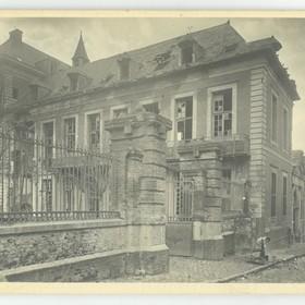 La façade de l'école de garçons en 1918.