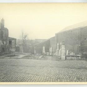 LeCateau_photo_Touly_1918_dommages_rue_du_marechal_mortier_le_marbrier_et_soldats_anglais_1.jpg