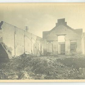 Une rue endommagée en 1918.