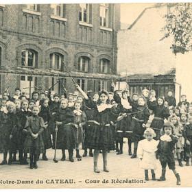 Récréation au pensionnat Notre-Dame du Cateau