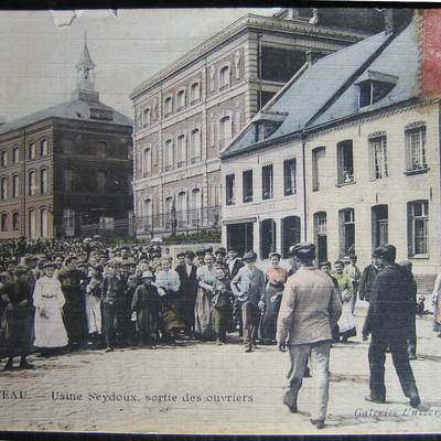 Sortie des ouvriers des usines Seydoux du Cateau