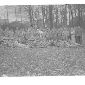 Photographie de soldats allemands à l'hôpital militaire du Cateau durant l'occupation